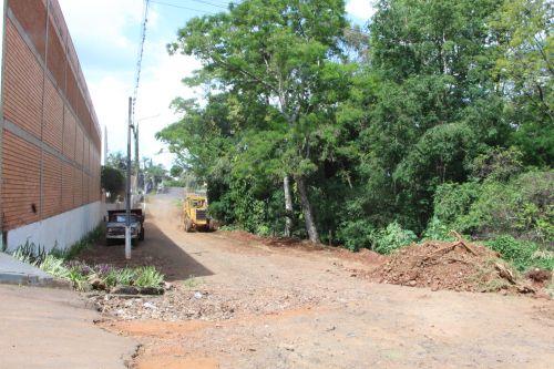 Prefeitura de Ivaiporã inicia obras de galerias e asfalto nas ruas atrás do Colégio Mater