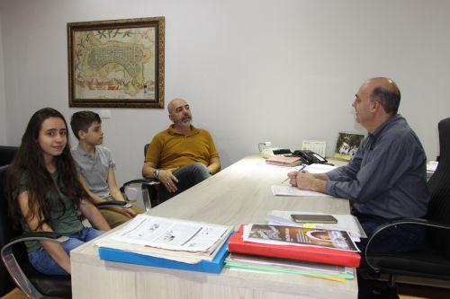 Osias Ienzen visita prefeito acompanhado dos filhos Maria Eduarda e João Pedro
