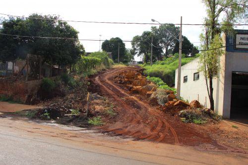 Na Rua Apucarana tamb�m h� obra em andamento pr�xima � Azambuja