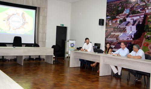 Felipe Sikorski, Joelma Katto, Marcus Wielewski e Afonso Frederico debatem desenvolvimento social