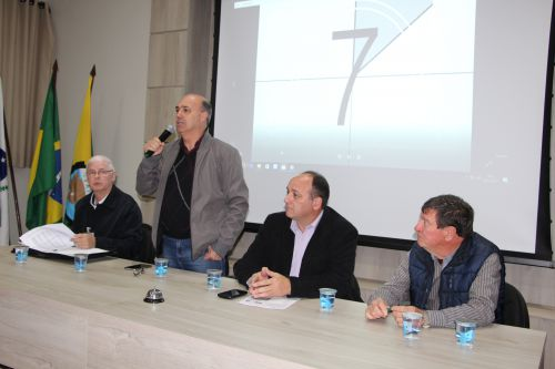Wiland Schurt, Miguel Amaral, João Laufer e Adir Salla durante reunião no salão nobre
