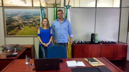 Prefeito Lula Tomaz e a Vice-Prefeita Juliana Belinoski no gabinete
