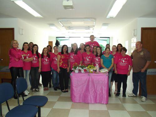 Profissionais da área de saúde no encerramento do outubro rosa