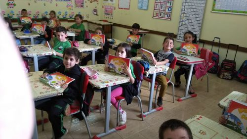 ENTREGA DE LIVROS PARA A EDUCAÇÃO INFANTIL