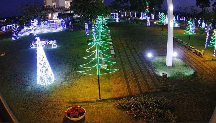 Prefeitura alerta para os cuidados com a iluminacao de natal nas pracas