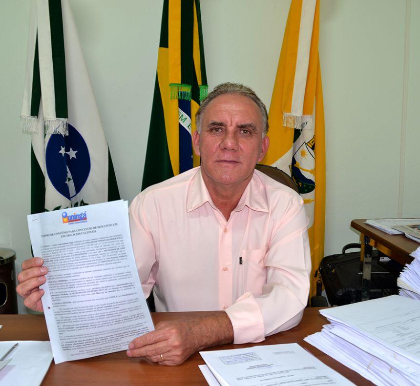 Governo Municipal e Uningá firmam convênio de bolsas para servidores públicos