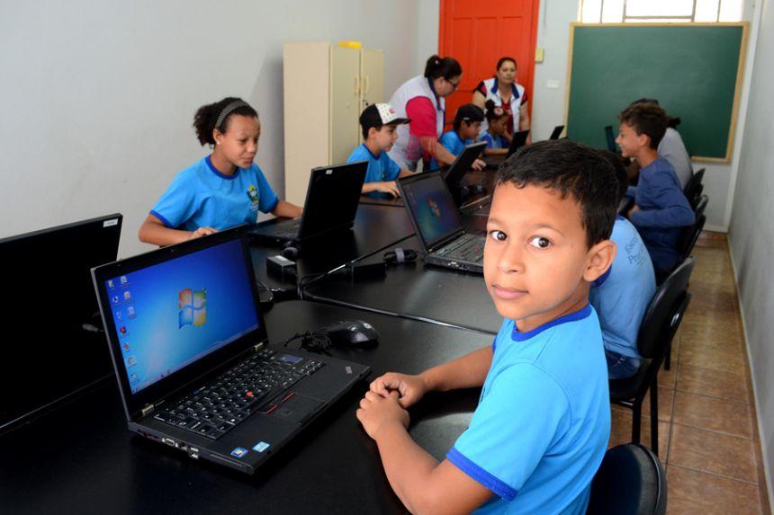 Diretor norte-americano da Alltech visita escola municipal de São Pedro do Ivaí