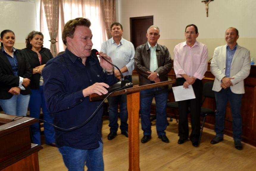 Em viagem à Curitiba, prefeito assegura micro-ônibus para São Pedro do Ivaí