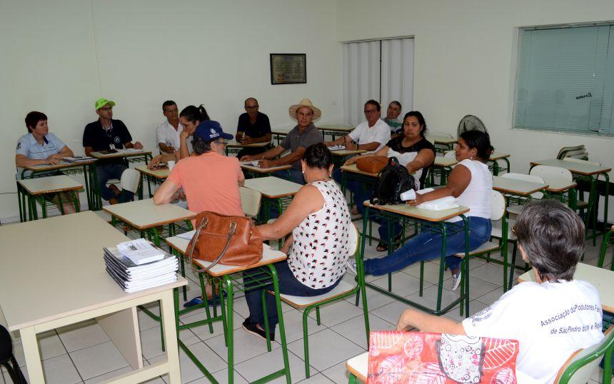 Governo Municipal e Emater promovem reunião com agricultores