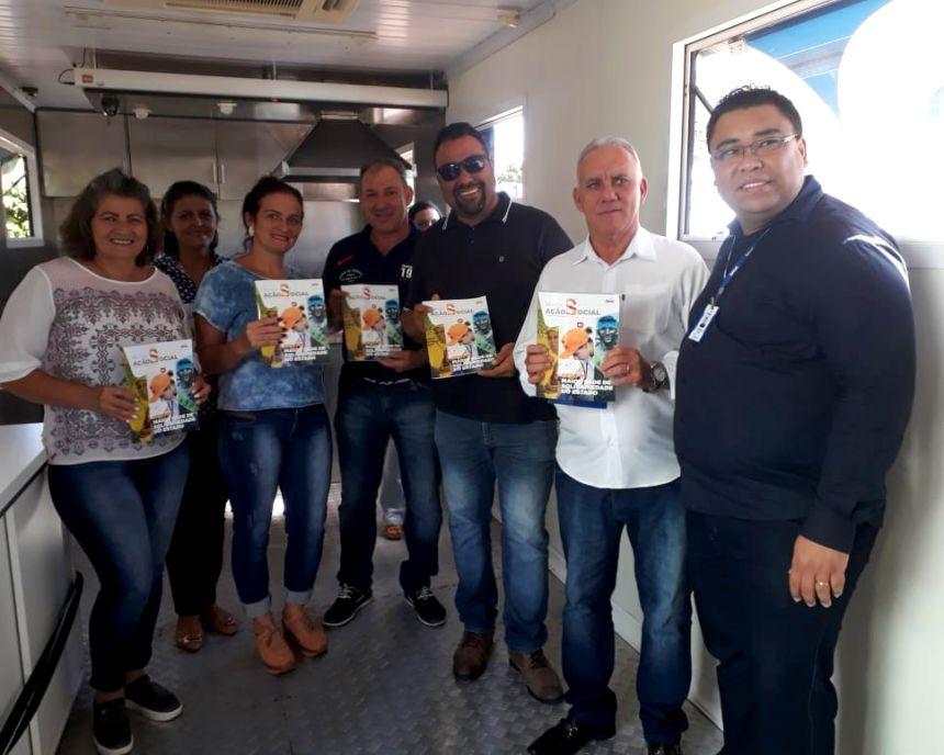 Prefeito Jos� Isalberti, gerente executivo Fabiano Kanadani e vereadores conhecem cozinha da carreta do Senac