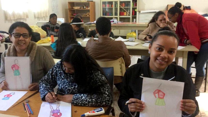 Cerca de 40 alunos realizam curso de desenho no Cemic +