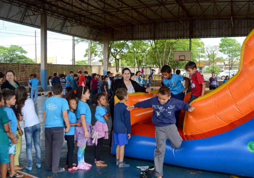 """Prefeitura promove festa de """"Dia das Crianças"""" nas Escolas e Cmeis"""