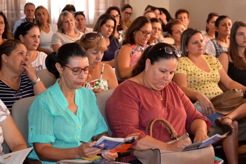 Convênio da prefeitura com SESC traz biblioteca itinerante e contação de histórias ao município