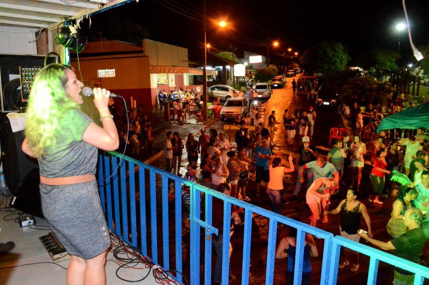 Milhares de pessoas brincam o 1º Carnaval de Rua de São Pedro do Ivaí