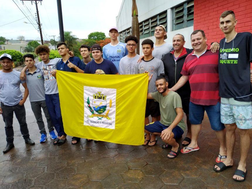 Garotos do Basquete embarcam para fase final dos JOJUP′S, em Francisco Beltrão
