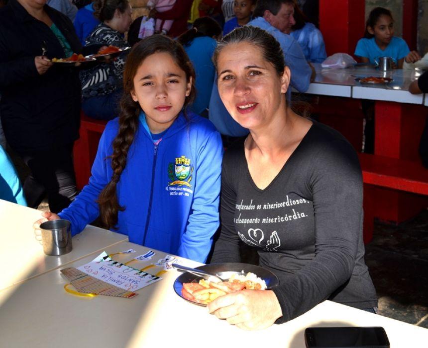 Escolas Municipais e Cmeis celebram a Semana da Família