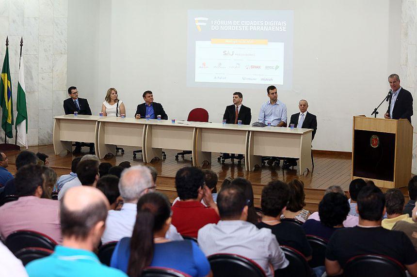 """""""São Pedro"""" participa de Fórum das Cidades Digitais"""