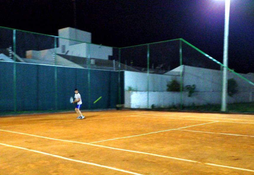 Jovens do projeto CAIS/SCFV disputam torneio de tênis em Mandaguari