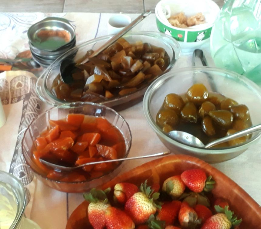 Além do café colonial e almoços, os doces fazem parte dos produtos vendidos por Ana Lúcia, empreendedora na Fruticultura