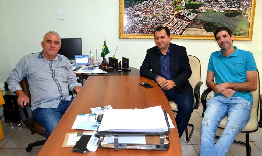 Assessores de Filipe Barros visitam prefeito José Isalberti