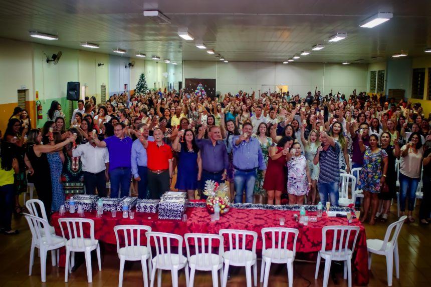 Em confraternização com servidores, governo municipal celebra o 1º ano de gestão