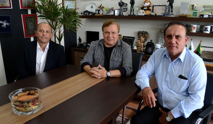 Prefeito Jos� Isalberti e vereador Evaldo Domingues com deputado estadual Mauro Moraes