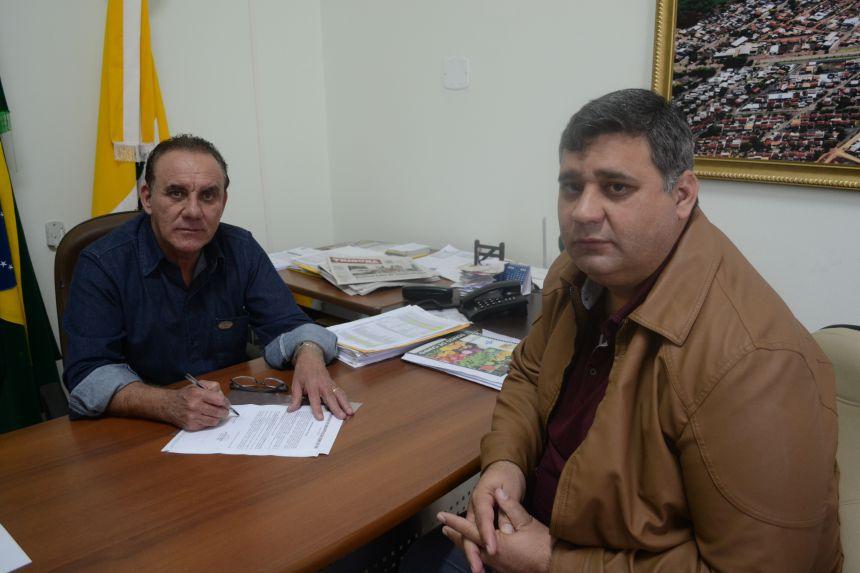 Prefeito José Isalberti autoriza início de obras de pavimentação com pedras irregulares