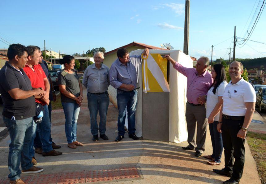 Prefeitura entrega praça com ATI e asfalto em São Pedro do Ivaí
