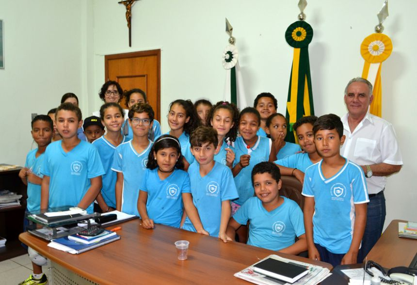 Em visita ao prefeito, alunos da Escola Mun. Gertrudes pedem ajuda ao meio ambiente