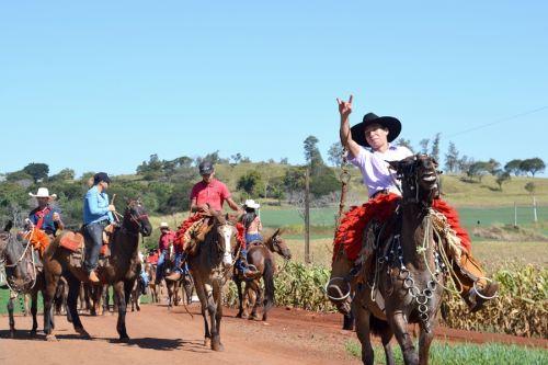 3ª Cavalgada do Padroeiro diverte centenas de pessoas em São Pedro do Ivaí