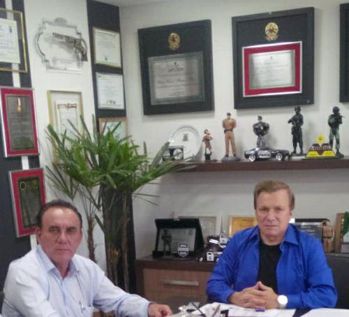 Prefeito Jos� Isalberti no gabinete do deputado estadual Mauro Moraes com mais duas conquistas para SPI