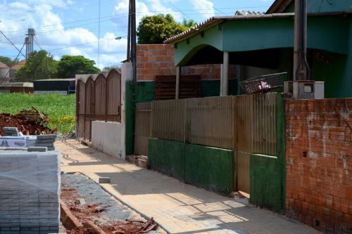 Prefeitura inicia construção de calçadas no cj. Virginio Seco II