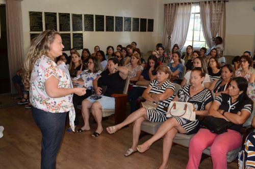 Em semana cheia, Secretaria de Educação mostra ações, distribui aulas e capacita professores