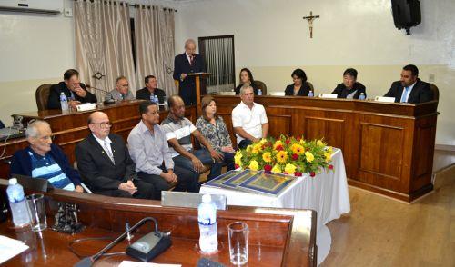 Vereadores homenageiam professores da área do esporte com título de Cidadão Benemérito