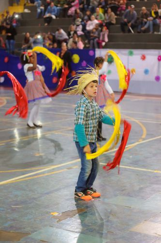 Festa Julina começa com ginásio cheio e muita alegria