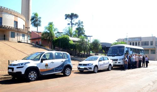 Prefeito José Isalberti entrega dois veículos 0km; leia mais