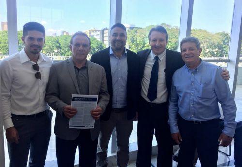 Prefeito José Isalberti assina quatro convênios importantes para São Pedro do Ivaí