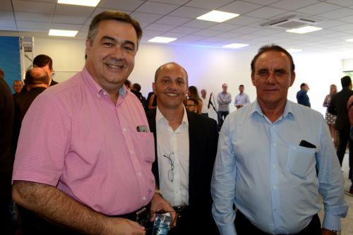 Prefeito Jos� Isalberti e vereador Evaldo Domingues com novo secret�rio de Estado da Sa�de, Beto Preto