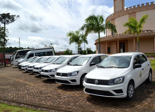 Governo municipal apresenta novos veículos para área da saúde