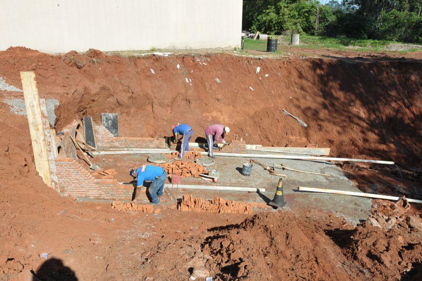 Com estiagem, Seinfra volta a empenhar esforços na recuperação da erosão no Distrito Industrial