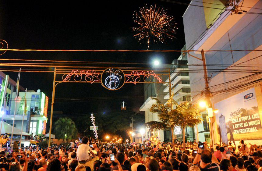 Banda Clave de Luz se apresenta no dia da chegada do Papai Noel em Paranavaí
