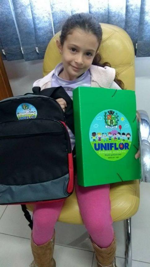 Entrega dos Kits Escolares para os Alunos das Escolas Municipais do Município de Uniflor