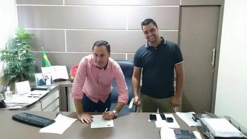 PREFEITO ROGÉRIO APARECIDO BERNARDO ASSINA ORDEM DE SERVIÇO PARA RECAPE ASFÁLTICO