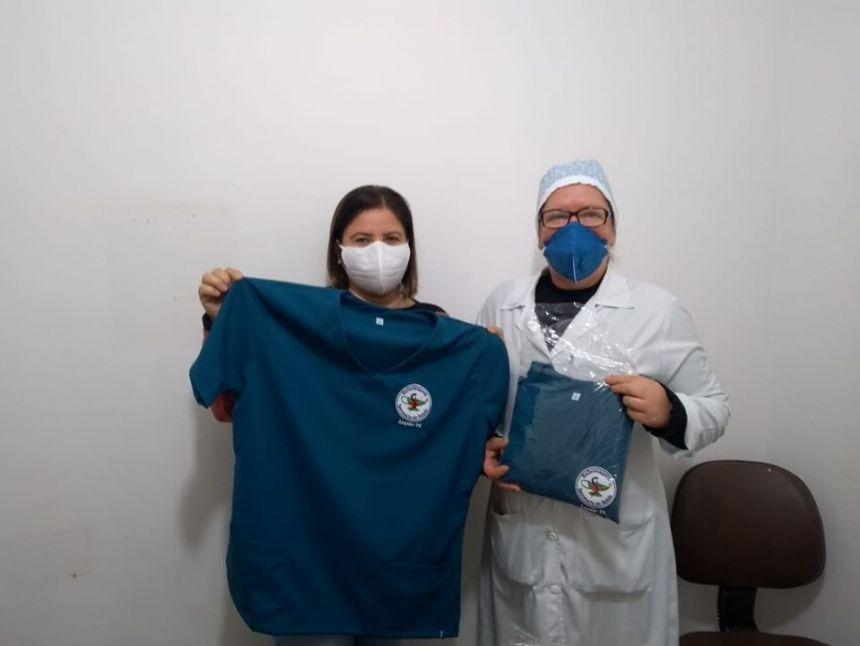 Prefeitura entrega uniformes para a equipe de Enfermagem