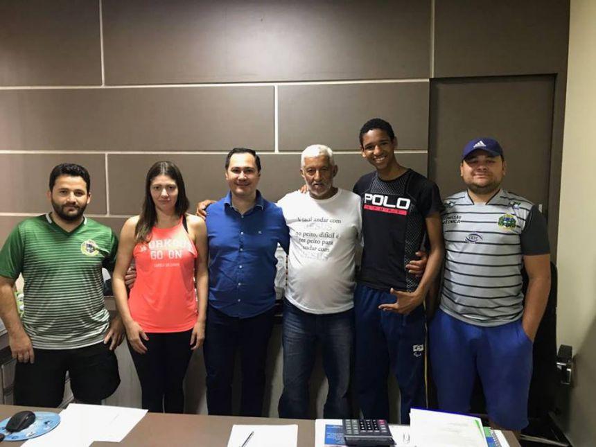 Prefeito Rogério Bernardo recebe visita de atleta campeão