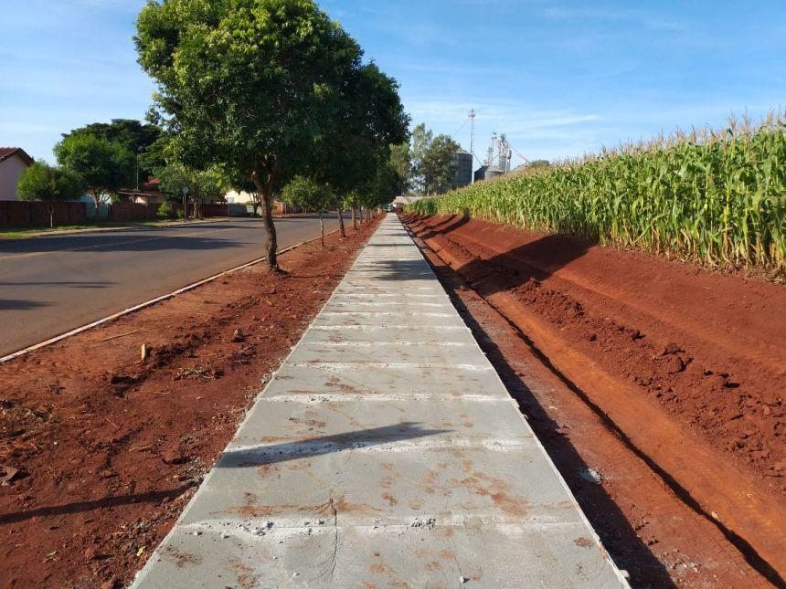Prefeitura inicia construção de uma pista de caminhada