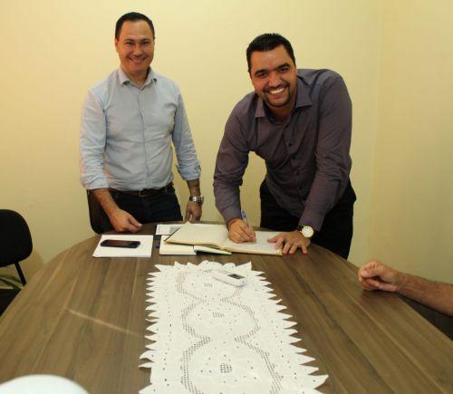 Vice-prefeito Alexandre Profeta assume interinamente a Prefeitura