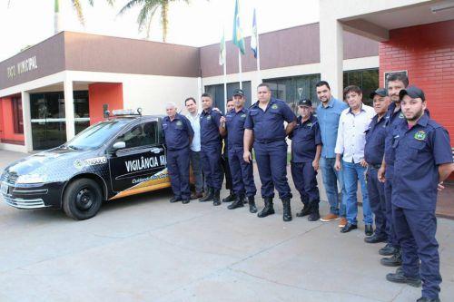 Entrega de veículo para à vigia dos prédios públicos e Solenidade de assinatura para ordem de início de pavimentação asfáltica