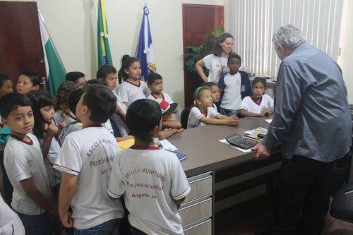 CIDADANIA: Alunos visitam prefeitura