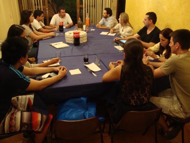 Padre Reginaldo em reunião com os jovens sobre a JMJ